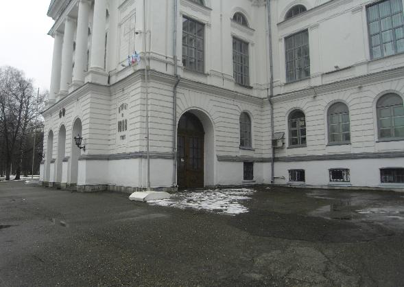 Боковой въезд для карет в главный корпус ТГУ (фото Ельсуков Ваня)