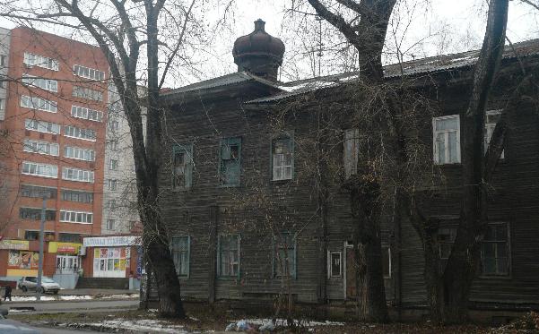 Бывший госпиталь с храмом во имя св. Пантелеимона (фото Шевелев Антон)